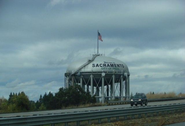Подъезжаем к Сакраменто – столице штата Калифорния. Тогда еще губернатором был Арнольд Шварценеггер.